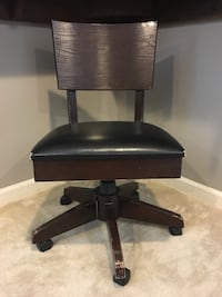 black leather padded rolling chair New Market, 21774