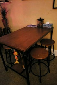High top table and chairs Hagerstown, 21740