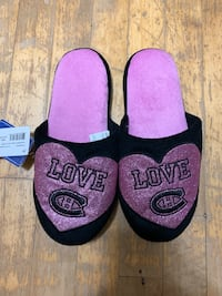 Women's NHL Slippers (Size 7/8)