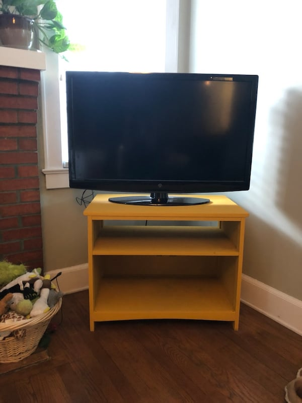 Yellow TV stand /small shelf 338c9dd1-e4ff-408d-988b-1395075456f2