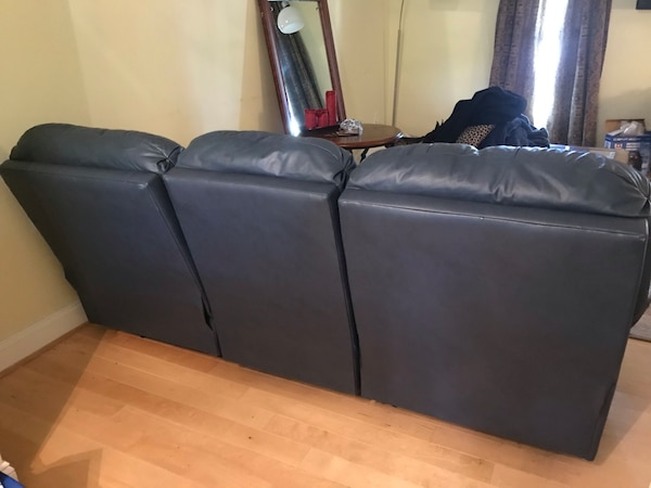 Leather couch (blue) - no tears or damage cbbf9cf4-32fa-4067-80b1-82e506c69bbb
