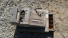 gray and brown metal antique cash register