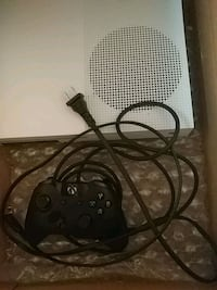 Xbox one S white with black controller-$225 game $25 Peterborough, K9J 1A7