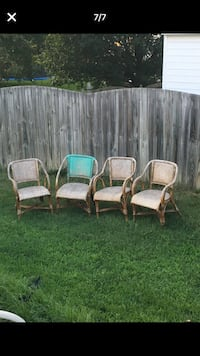 Set of 4 wooden chairs in fair condition - 1 has broken leg Glen Allen, 23060