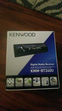 Kenwood bluetooth 1-DIN car stereo box
