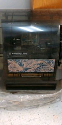 Kimberly Clarke Manual Roll Paper Towel Dispenser