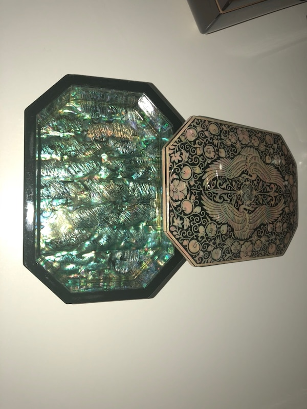 Mother of pearl box with lid 5 1/2x4x1 1/2