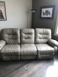 Electric recliner couch Kelowna, V1Y