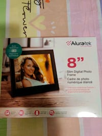 Aluratek Digital Picture frame 8 inches