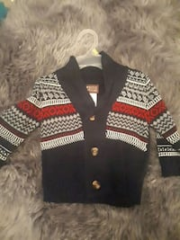black, yellow, and white knitted sweater 551 km