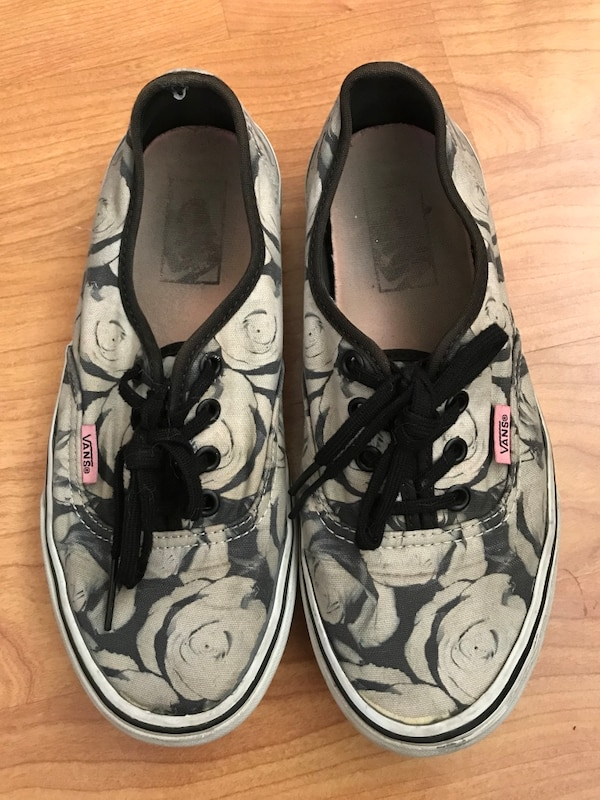 1e8614321ed15d Used Black white Rose Vans for sale in Vallejo - letgo