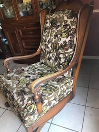 brown and white floral padded armchair Oklahoma City, 73159