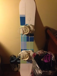 white and blue snowboard with bindings Orillia, L3V 7N3