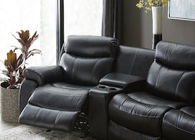 Haverty's Wrangler Sectional with Ottoman