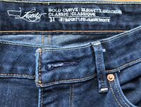Levi's ladies size 31 Wellington North, N0G