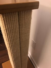 32 inch cat scratching post, like new because my cat didn't use it once. Pick up only.  Toronto, M6K 3H8