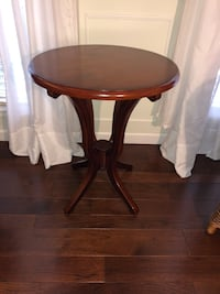 Elegant perfect condition side table