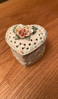 Heart shaped ceramic trinket box