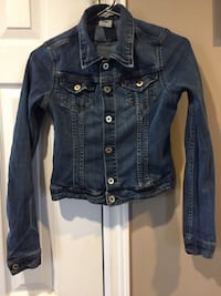 H&M denim jacket US size 4 in great condition  Ajax, L1T 3X5