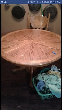 round brown wooden pedestal table screenshot McMinnville, 37110