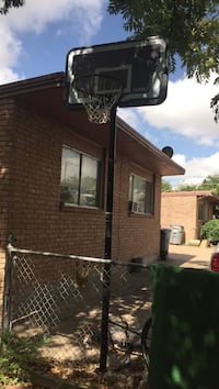 Adjustable Basket ball goal in excellent condition Dallas, 75211