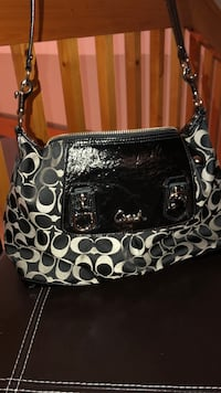 Used authentic coach purse in good condition  Windsor, N8W 2E4