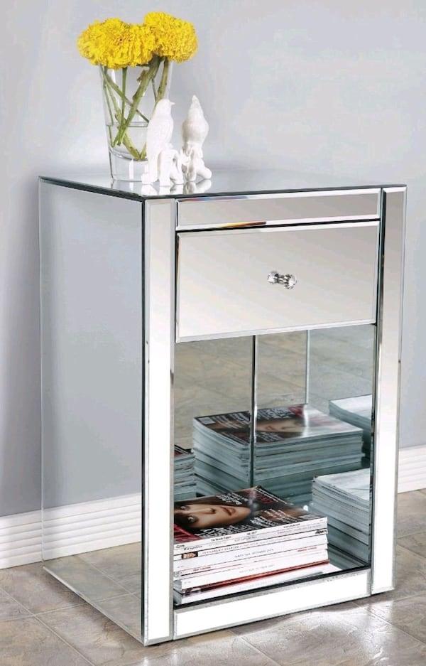 2 Mirrored Glass Nightstands 649571f0-122d-4909-bc5a-d1ddae2b6720
