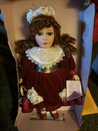 porcelain doll by collectable memories Essex, 21221