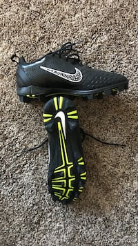 Pair of black-and-yellow nike cleats size 9.5 Spokane, 99218