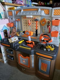 Home depot tool bench @ clic klak used toy warehous Mississauga, L4X 2S3