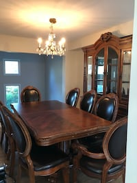 Dining room set. Table plus 8 chairs + enxtension for table. 2piece china cabinet included Mississauga, L4W 2N1