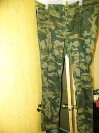 green and brown camouflage pants Sumter, 29150