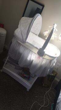 baby's white and gray bassinet Suitland, 20746
