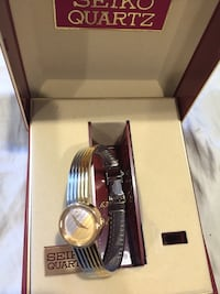 Round silver seiko quartz analog watch silver leather strap in box