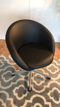 black leather padded rolling chair New York, 10282
