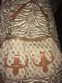 Dooney and Bourke purse  Bakersfield, 93312