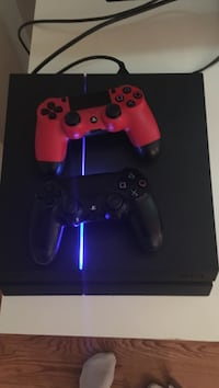 Sony ps4, want to trade it with an xbox or a xbox one s Toronto, M4S 1B4