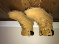 pair of brown leather work boots 38 km