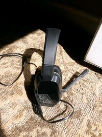 Head phones with microphone.  Br Richland, 99352