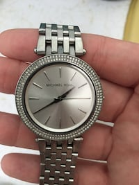 round silver Michael Kors analog watch with link bracelet Coquitlam, V3J 5T3