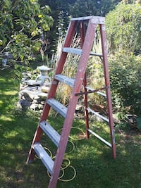 red and gray metal folding ladder Montréal, H8Z 1L7