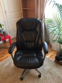 Black leather padded rolling armchair Carteret, 07008