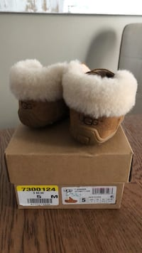 UGGs toddler boots in box Oakville, L6H 7N4