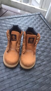 New tan classic Timberlands *without shoe strings* Rockville