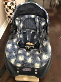 Black and gray car seat carrier and case 542 km