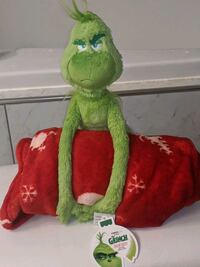 Grinch plush doll with blanket Germantown, 20876