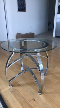 Glass coffee/end table Chicago, 60605