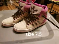 pair of white-and-pink Air Jordan shoes Altoona, 50009