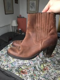 Brown leather boots size 9.5 Toronto, M6P 3K8