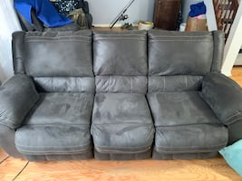 Reclining Couch and love seat bundle!